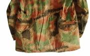 Pestrý kabátec - zadní kapsy